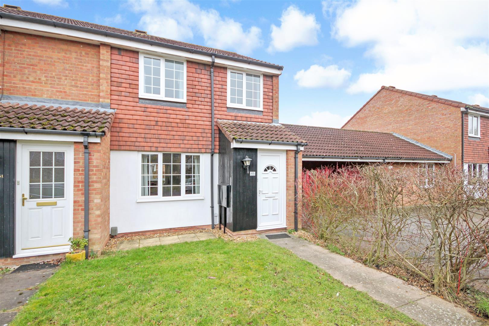 3 Bedrooms Semi Detached House for sale in Tamarin Gardens, Cambridge
